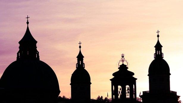 6. Czy według świata religijnego władzę posiada Bóg i prawda, czy antychryści i szatan?